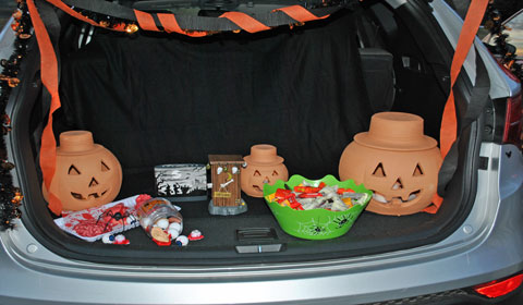 jack o lanterns and candy in trunk